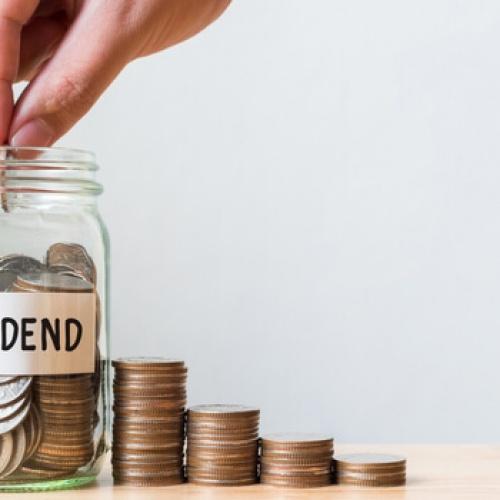 Putting money in a dividends jar