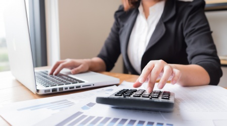 What are the benefits of hiring an accountant for your small business?